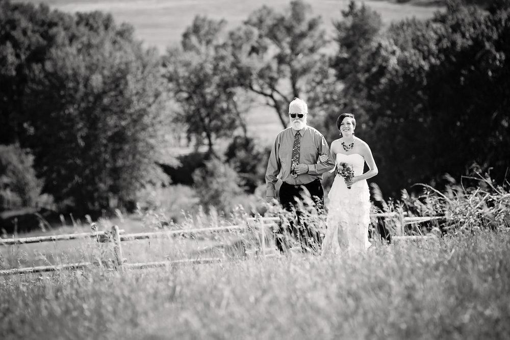 bozeman-montana-wedding-bride-with-her-father-preceremony.jpg