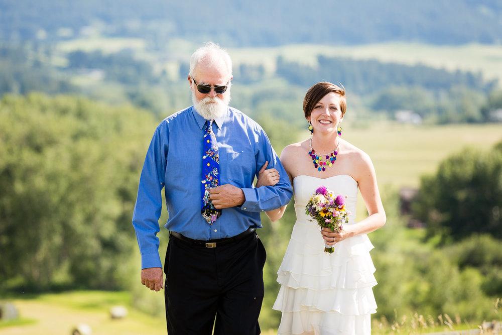 bozeman-montana-wedding-dad-walks-daughter-down-aisle.jpg