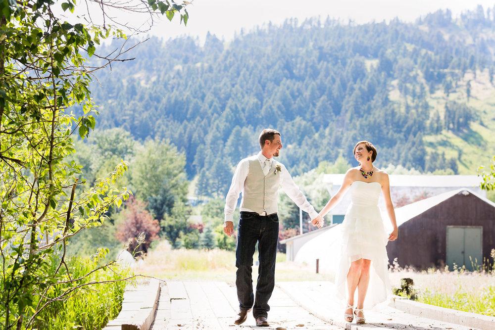 bozeman-montana-wedding-bride-groom-walking.jpg