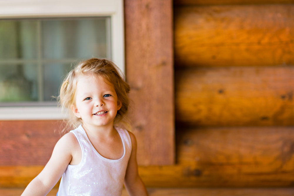 bozeman-montana-wedding-roys-barn-flowergirl-laughing.jpg
