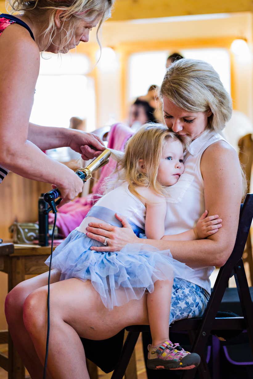 bozeman-montana-wedding-roys-barn-mom-hugging-daughter.jpg