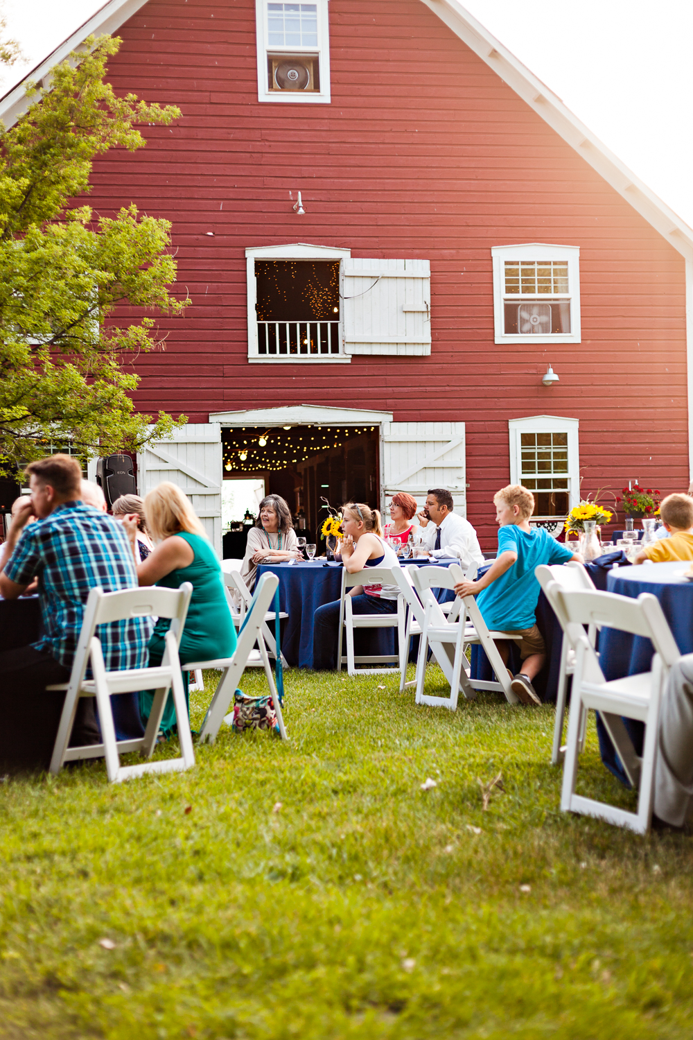 bozeman-montana-wedding-roys-barn-reception-outside-barn.jpg