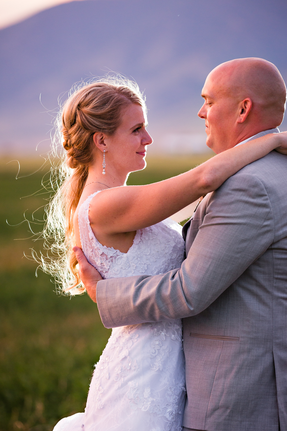 bozeman-montana-wedding-roys-barn-bride-groom-gaze.jpg