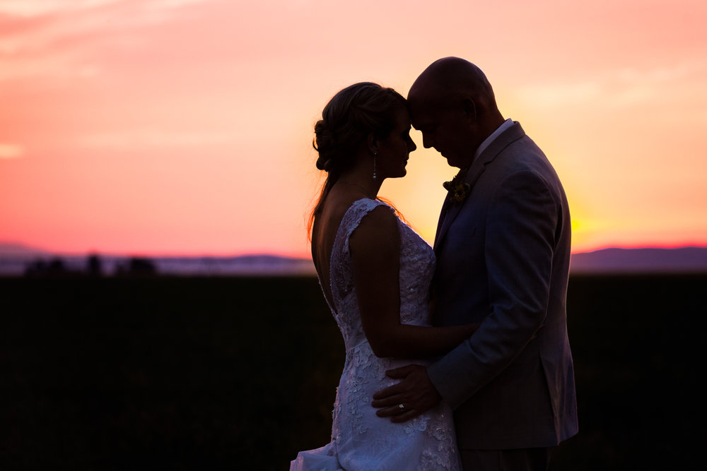 bozeman-montana-wedding-roys-barn-couple-embraces-at-sunset.jpg
