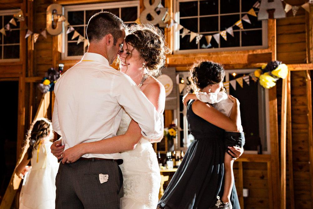 bozeman-wedding-big-yellow-barn-photo-couple-last-dance.jpg