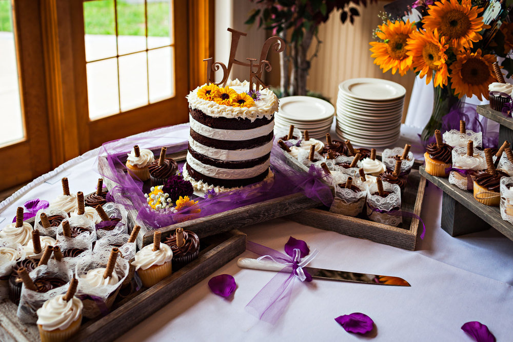 rock-creek-resort-red-lodge-cake-details.jpg