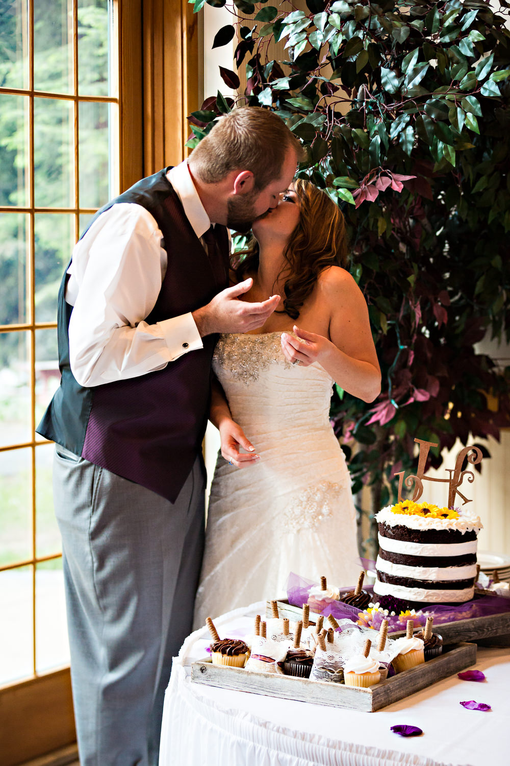 rock-creek-resort-red-lodge-cake-kissing.jpg