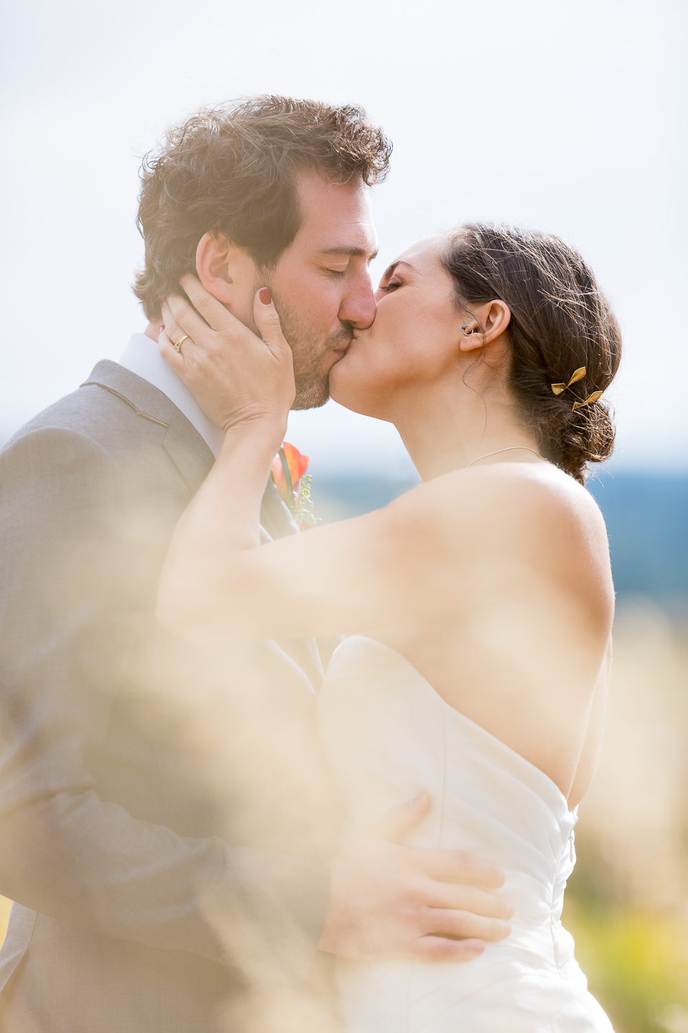 big-sky-montana-gallatin-riverhouse-wedding-bride-groom-kissing-in-grass.jpg