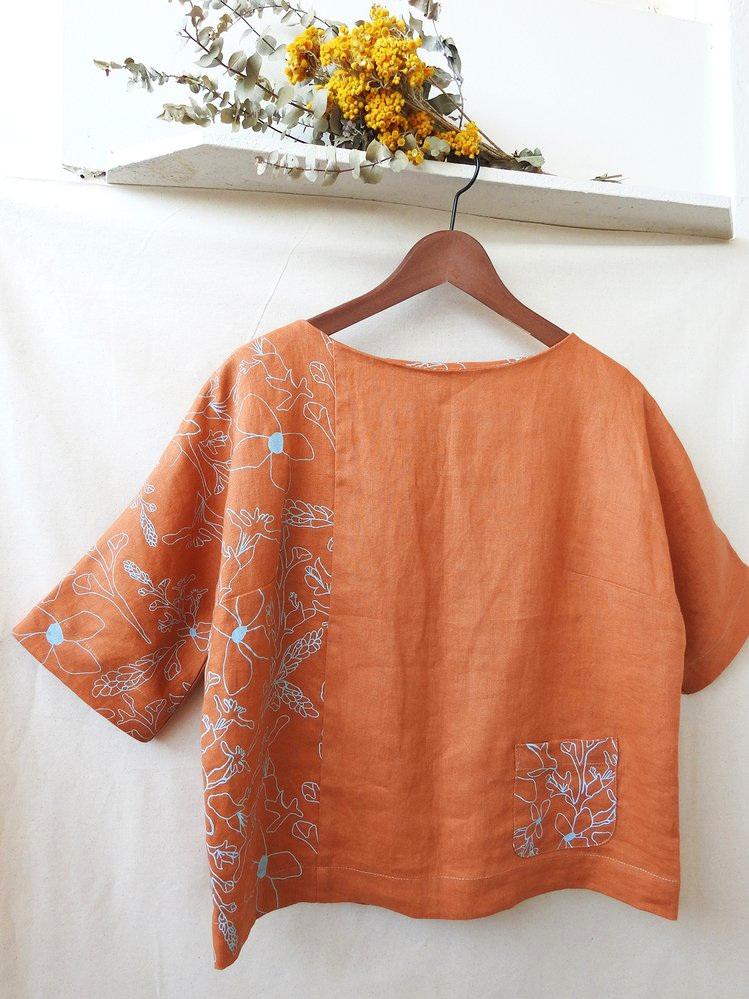 Linen top by Femke Textiles. Photo by Simone Deckers.