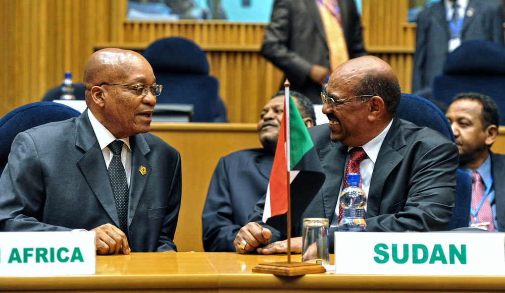South African President Jacob Zuma (Left) and Sudanese President Omar al-Bashir (Right) at the 24th African Union Summit of the NEPAD Heads of State/Government Orientation Committee in 2011. EPA/Ntswe Mokoena