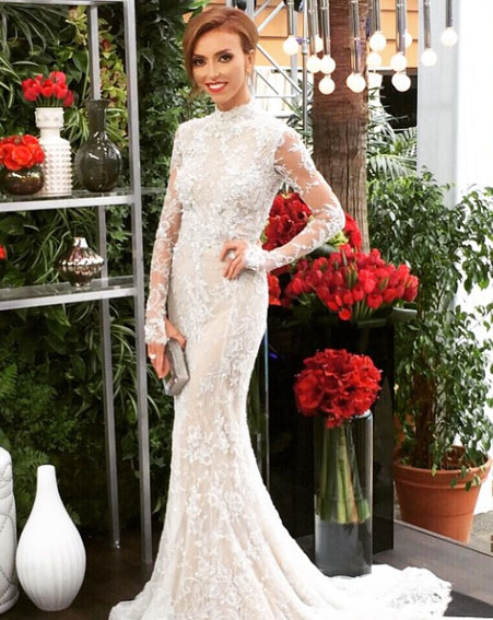 1424650053_giuliana-rancic-makes-two-outfit-changes-at-oscars-2015-1.jpg