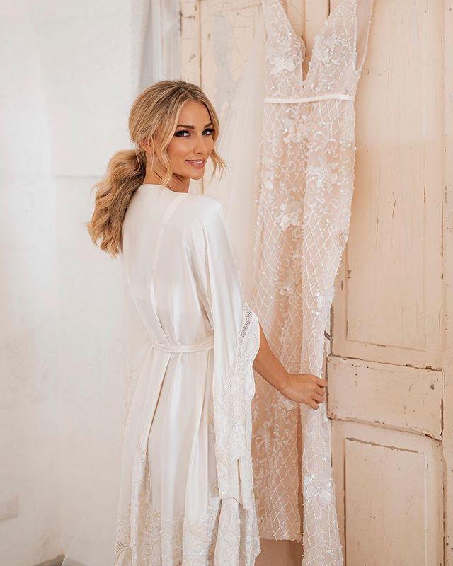 Anna wears the #stevenkhalil Peignoir silk Robe for her wedding day preparations. @annaheinrich1