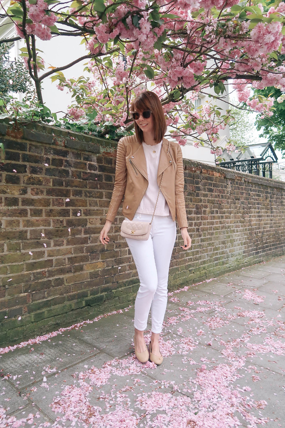 Cherry blossoms in Notting Hill, London wearing J.Crew jeans and a C | Pink, Purple and Petals | Sundays and Somedays