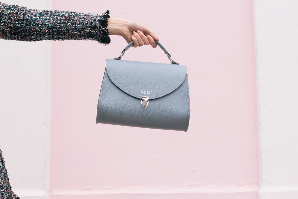 Wandering the colorful streets of Notting Hill with a perfectly ladylike blue satchel | Pink House, Blue Bag | Sundays and Somedays