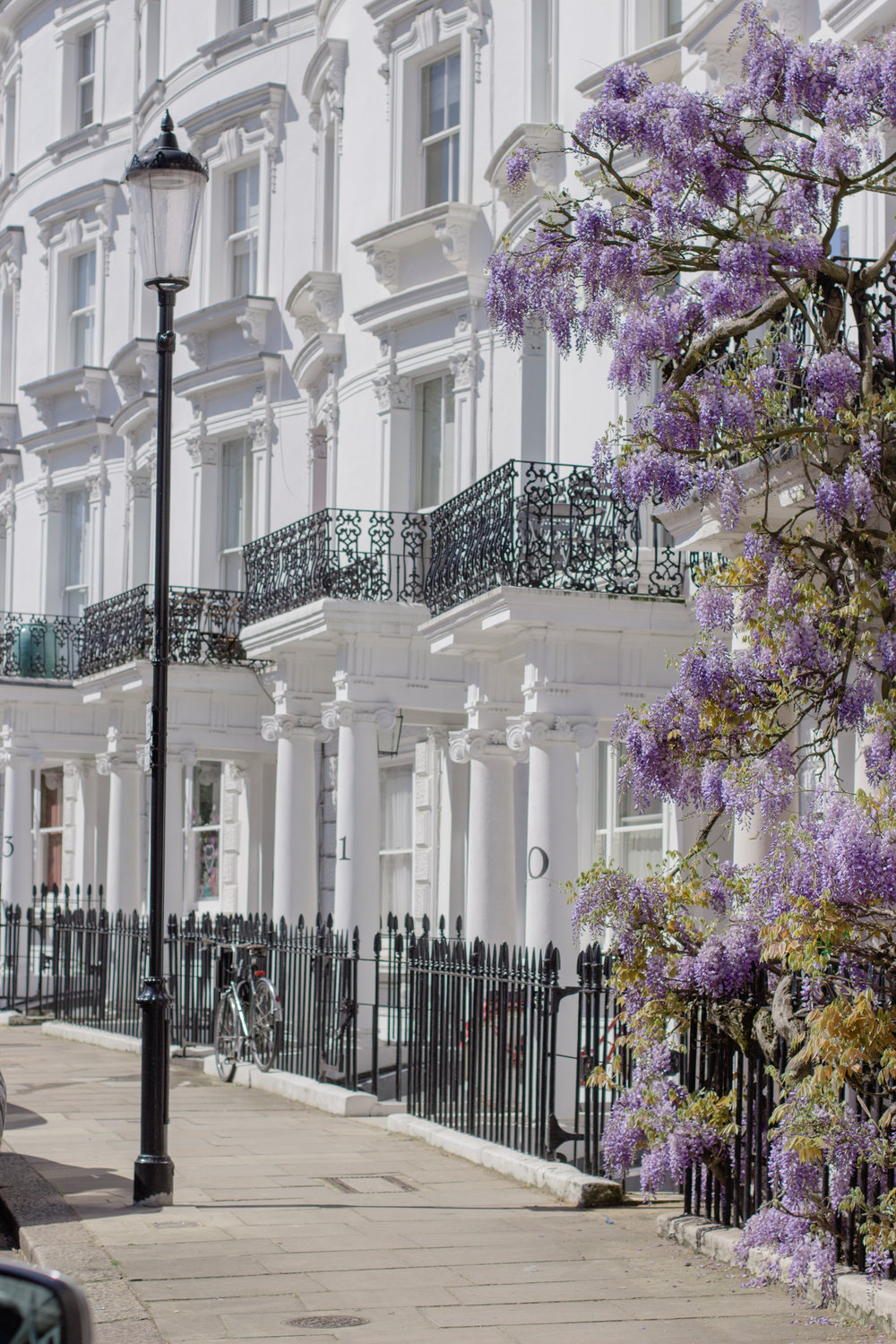 Where to find wisteria in London - the best wysteria hysteria house in Notting Hill | Sundays and Somedays