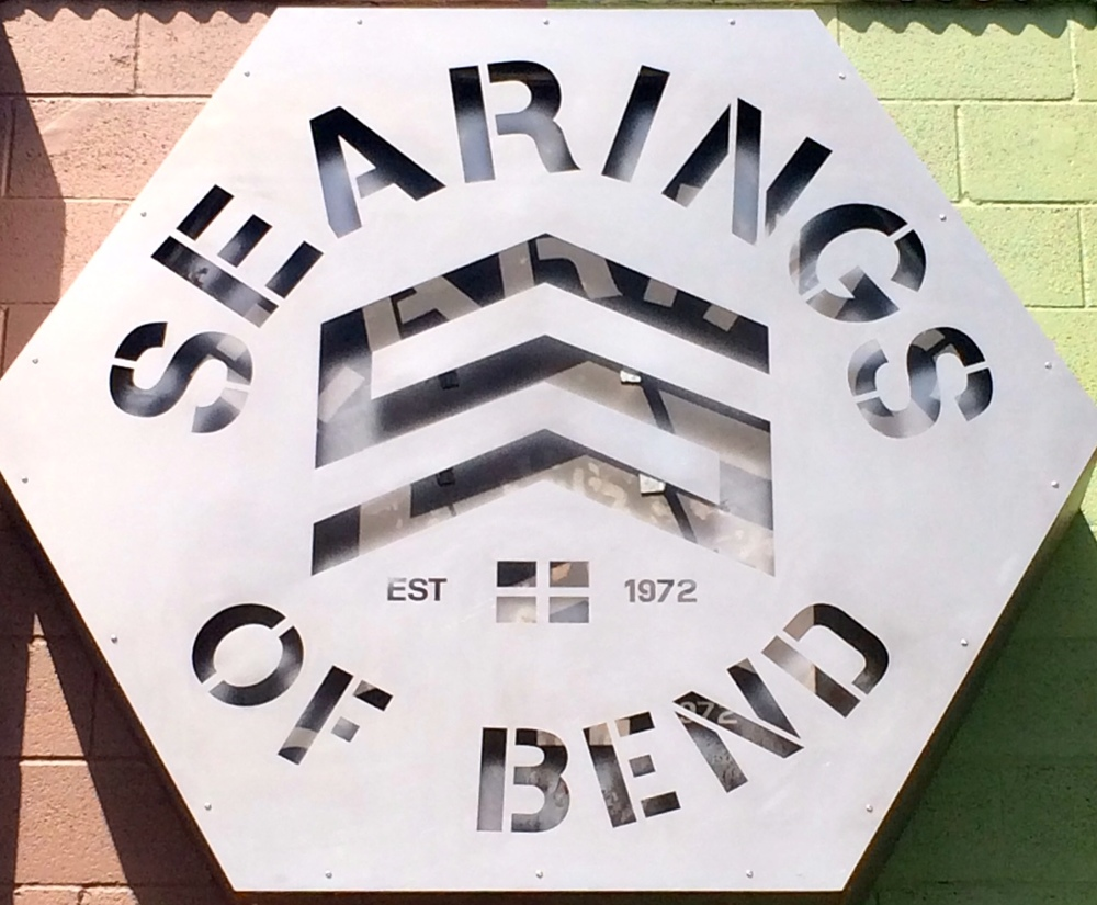 Searings of Bend Logo