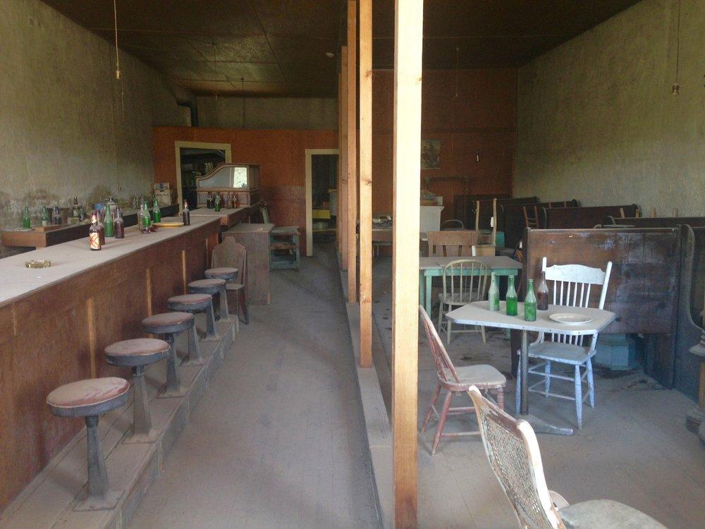 DeChambeau Hotel - Café & Bar