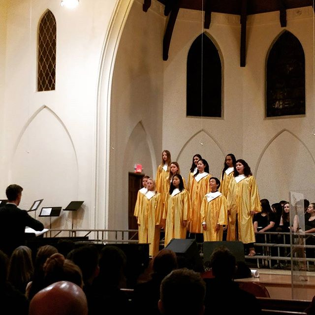 On Thursday night, we had Fall Festival music performance in the chapel. Different choirs and the orchestra all performed, and we definitely loved their amazing songs! 💯🎶🎺🎷🎤✨ #delphianschool #choir #orchrstra #music #singing #performingarts #fall #festival