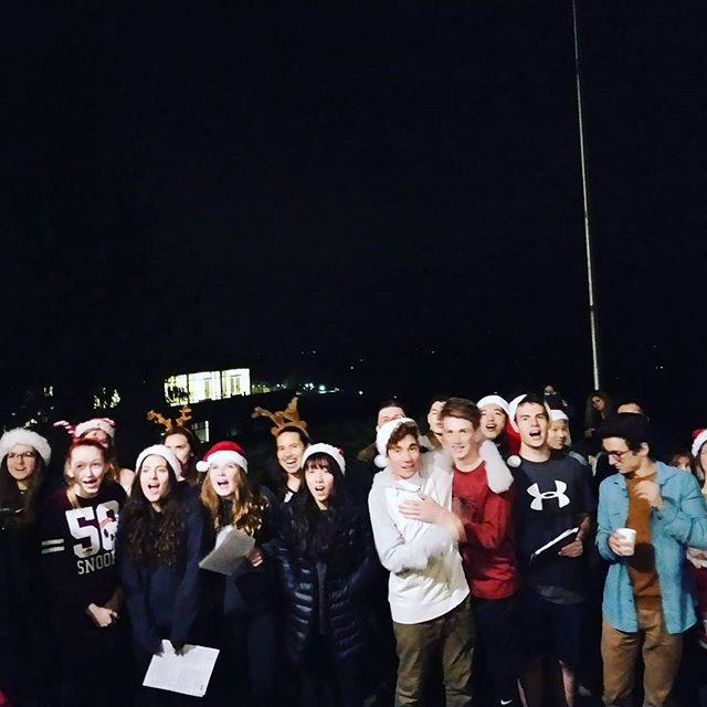 Tonight was our 2nd Annual Tree Lighting Ceremony! 👏👏🎄🎄The ceremony features our choir singing some famous Christmas songs 🎤🎤🎤 #delphianschool #delphianarts #christmastree #treelighting #choir #singing #winter