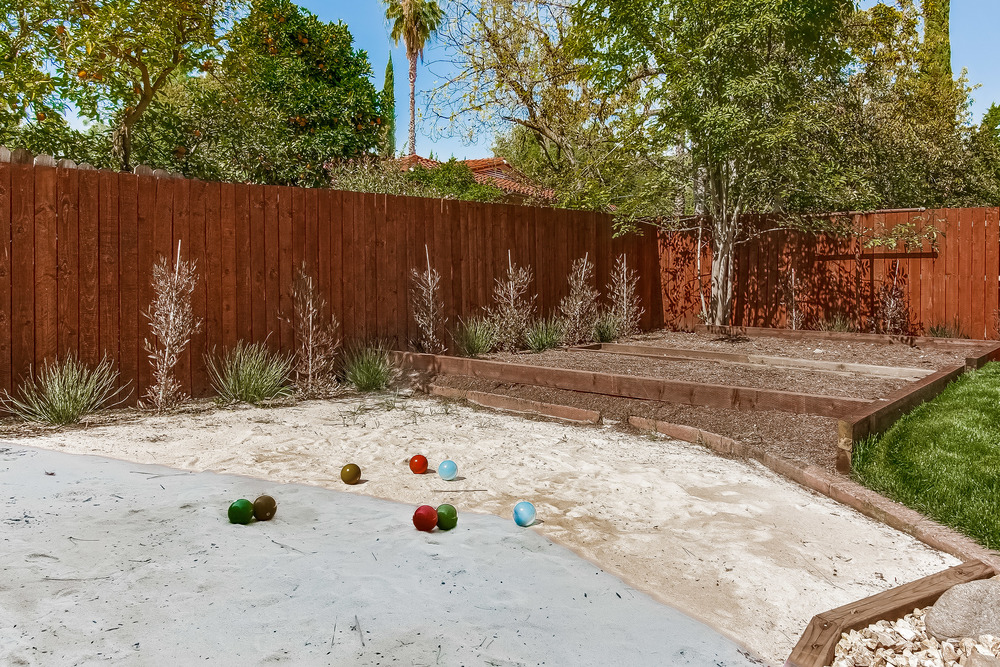 036-Backyard_Bocce_Ball_Court-860682-print.jpg