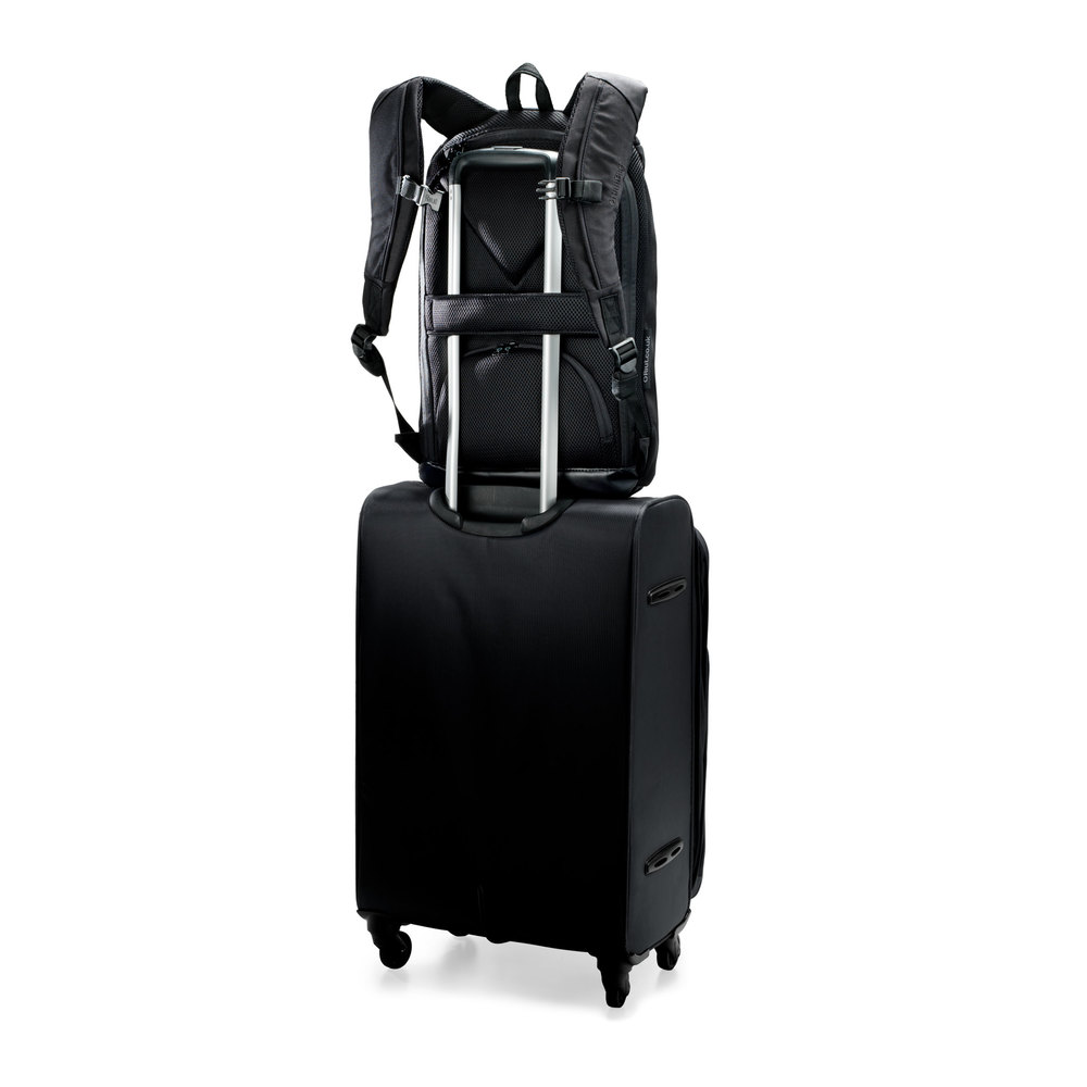 2106 RiutBag R10 with trolley suitcase strap. Travel with ease and stay fresh making your way through airports and train stations. RiutBag openings stay secure, protected by the suitcase handle
