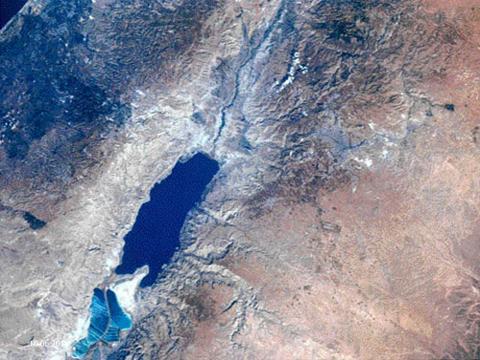 Dødehavet - på jordas laveste punkt, 420 meter under havoverflaten! Satellitt foto