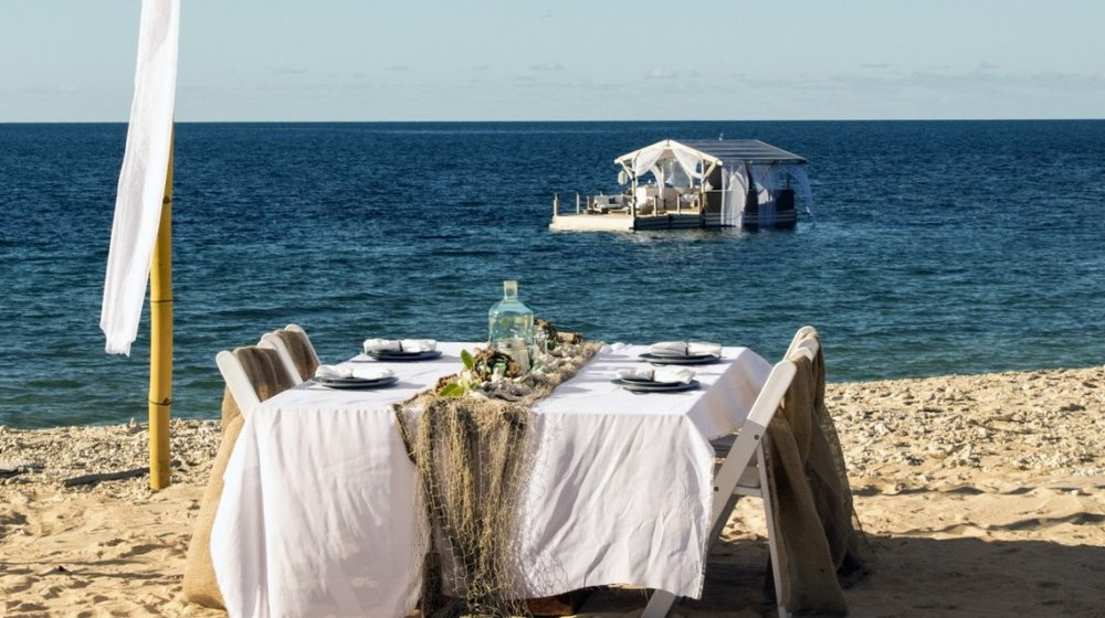 Airbnb-Great-Barrier-Reef-dining-1200x835-2-1060x594.jpg