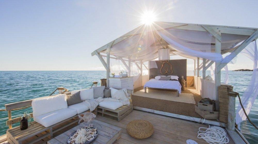 Airbnb-Great-Barrier-Reef-listing-sideshot-1200x800-2-1060x594.jpg