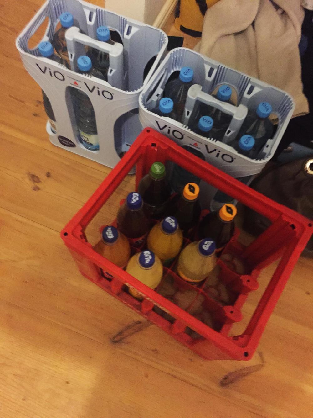 blindapplying_cocacola_bottlesbasket.jpg