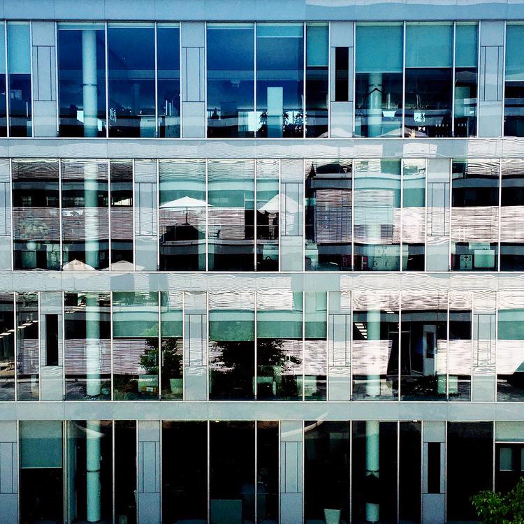 blindapplying_telekom_benjamin_courtyardLandgrabenweg2.jpg