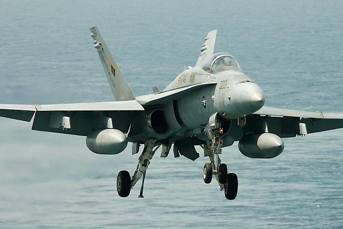 f18c_landing_002.jpg