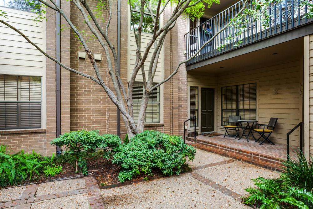 Courtyard  ::  5154 Westgrove Drive