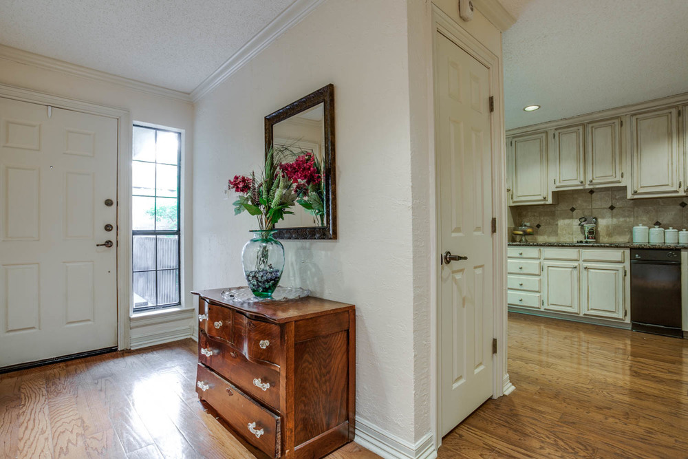 Foyer and Kitchen  ::  5154 Westgrove Drive