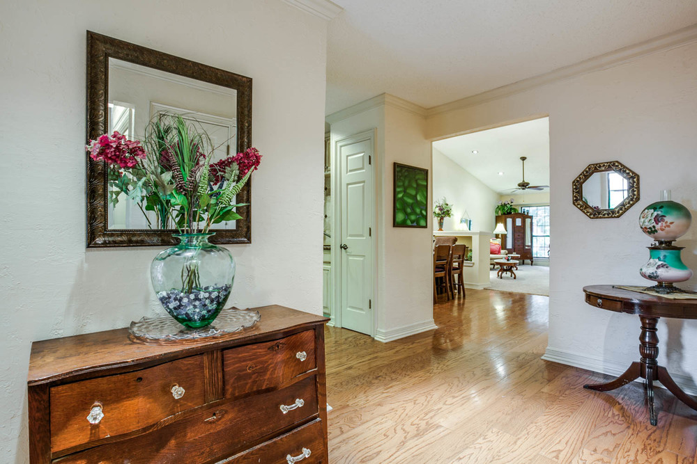 Foyer  ::  5154 Westgrove Drive
