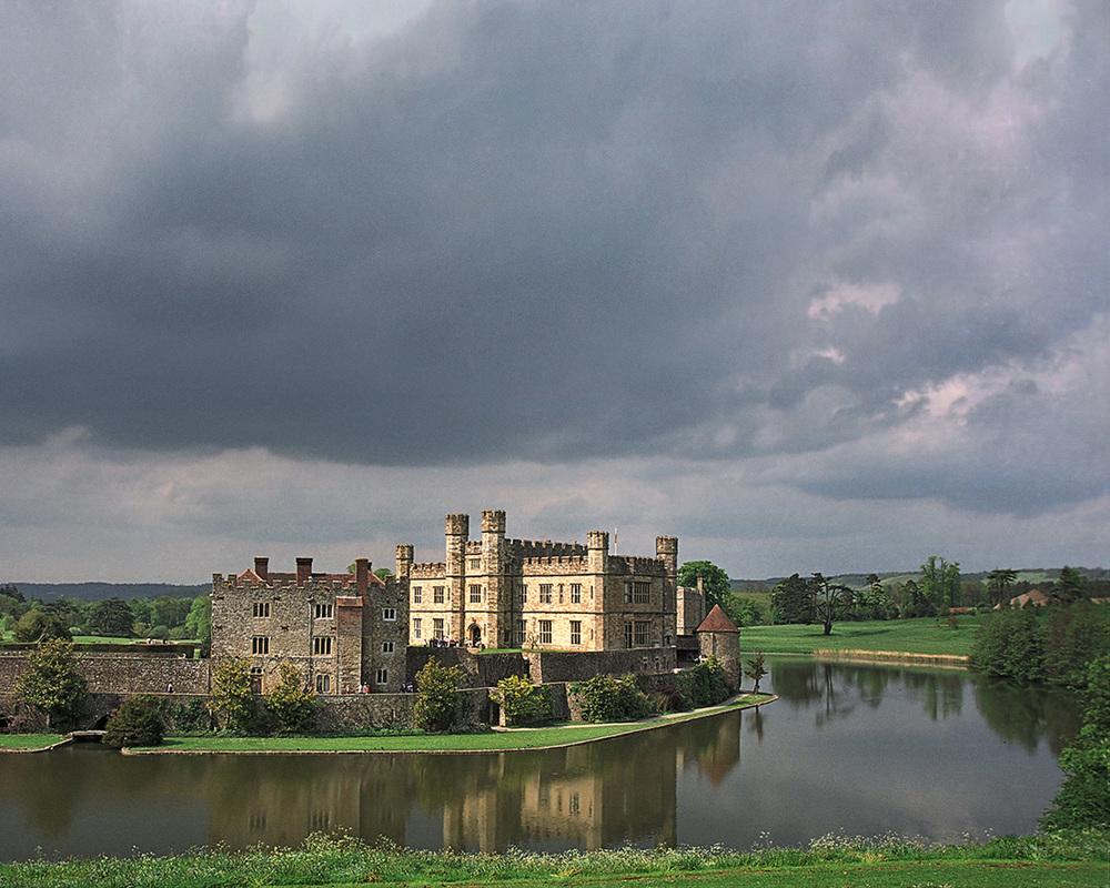 moat, leeds castle
