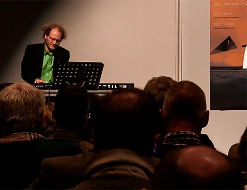 Aki Hoffmann, Pianist, setzt klangliche Zeichen mit Chopin und Keith Jarret