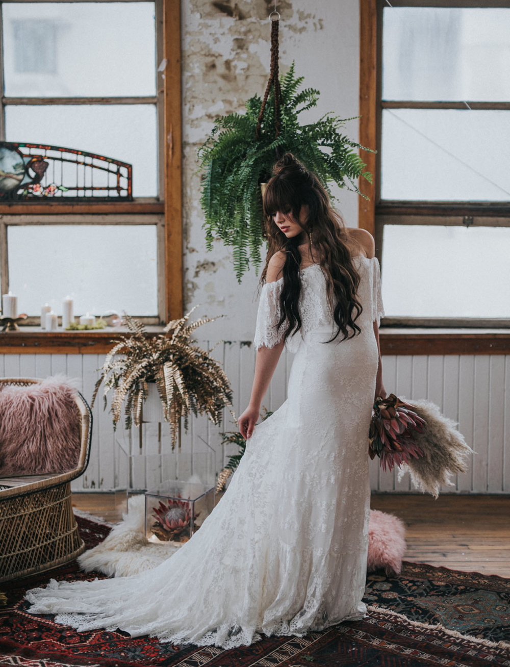 boho-bride-with-macrame-planters