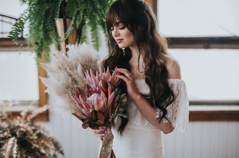 boho-bride-with-bohemian-bouquet-protea-pampas-grass