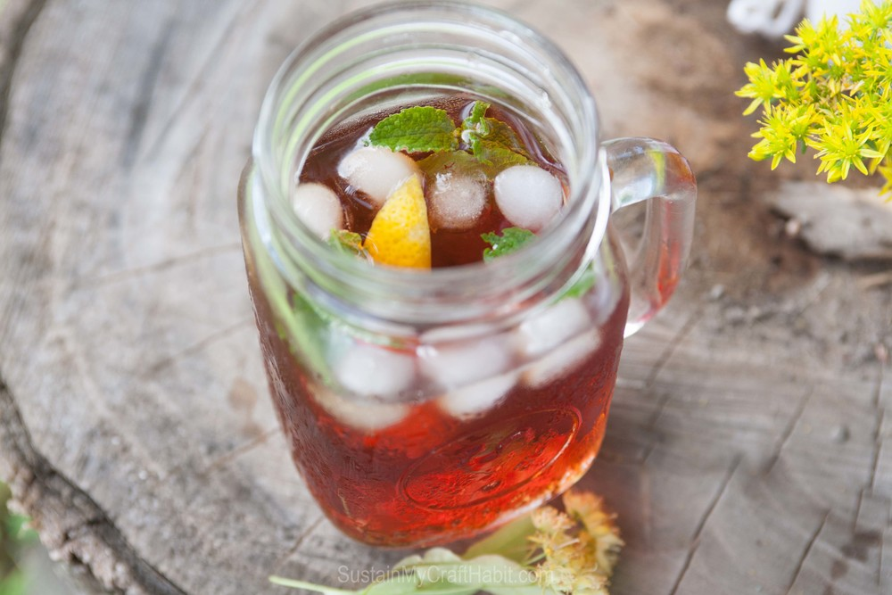 A beautiful and refreshing drink on a hot summer day: Mint and Lemon Infused Linden Iced Tea. SustainMyCraftHabit.com