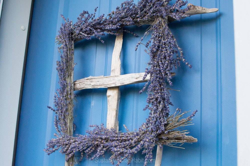 Driftwood and lavender window wreath - SustainMyCraftHabit.com