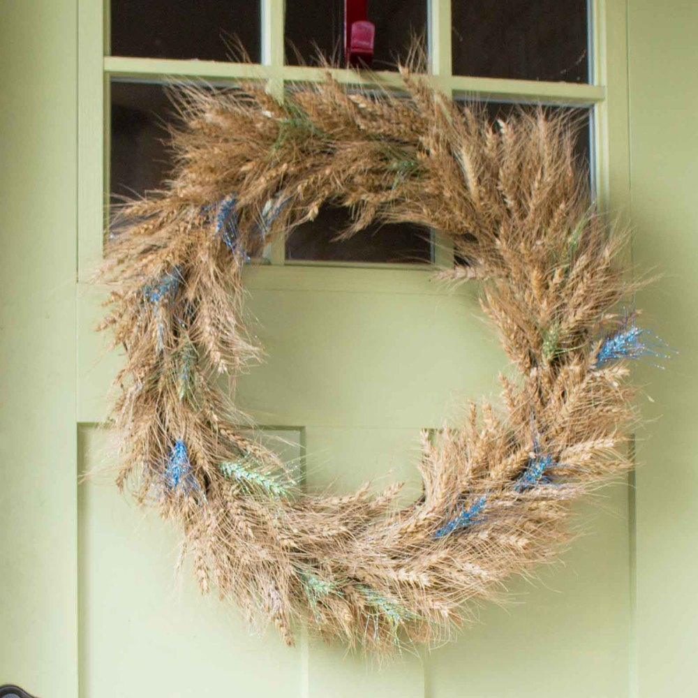 Wheat Wreath Gone Wild. DIY tutorial to make your own fall wreath with paint and glitter - SustainMyCraftHabit.com