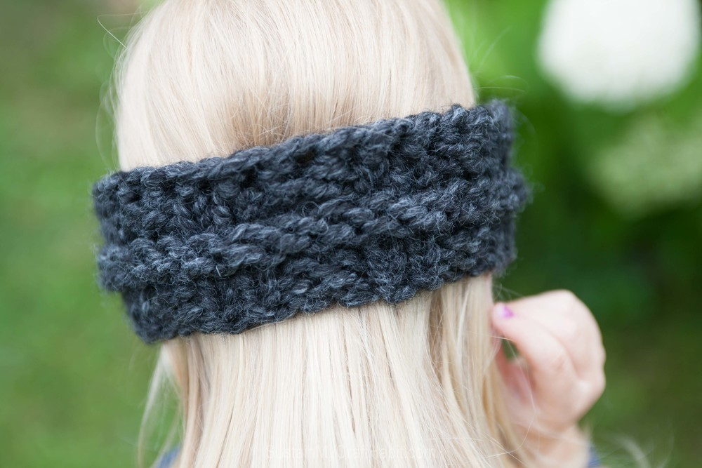 Free pattern for a child's super quick and easy knitted headband/ear warmer - SustainMyCraftHabit