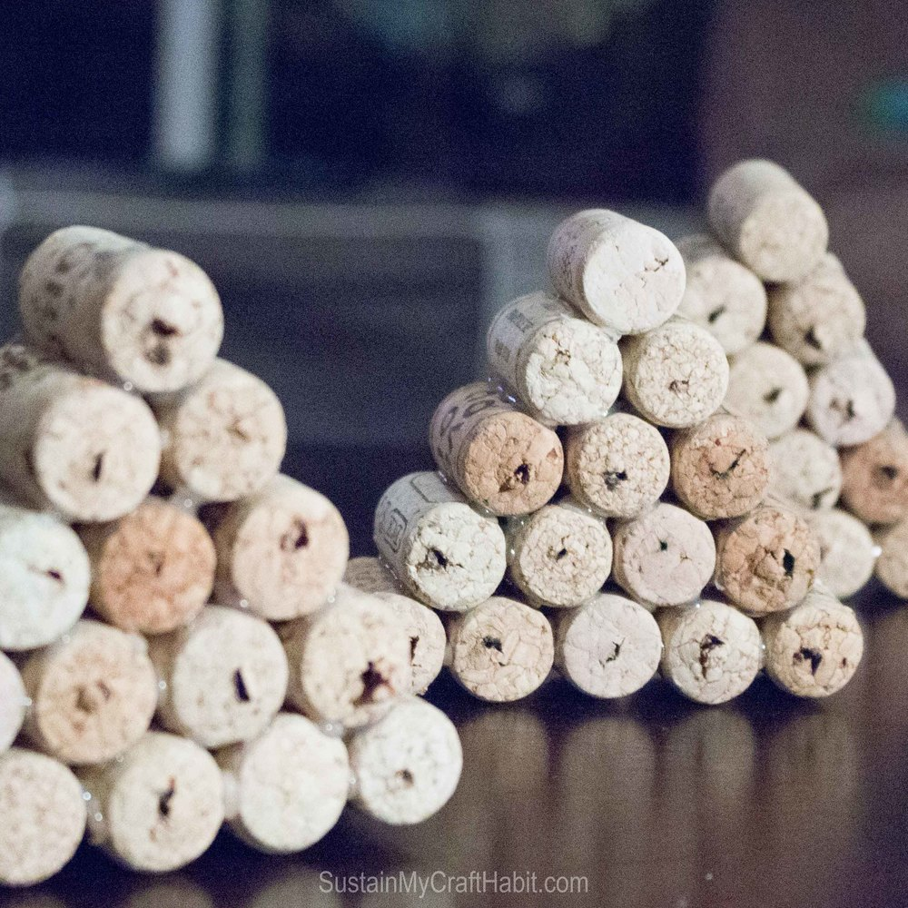 Upcycle wine bottle corks into holiday stars and trees - SustainMyCraftHabit -2168.jpg