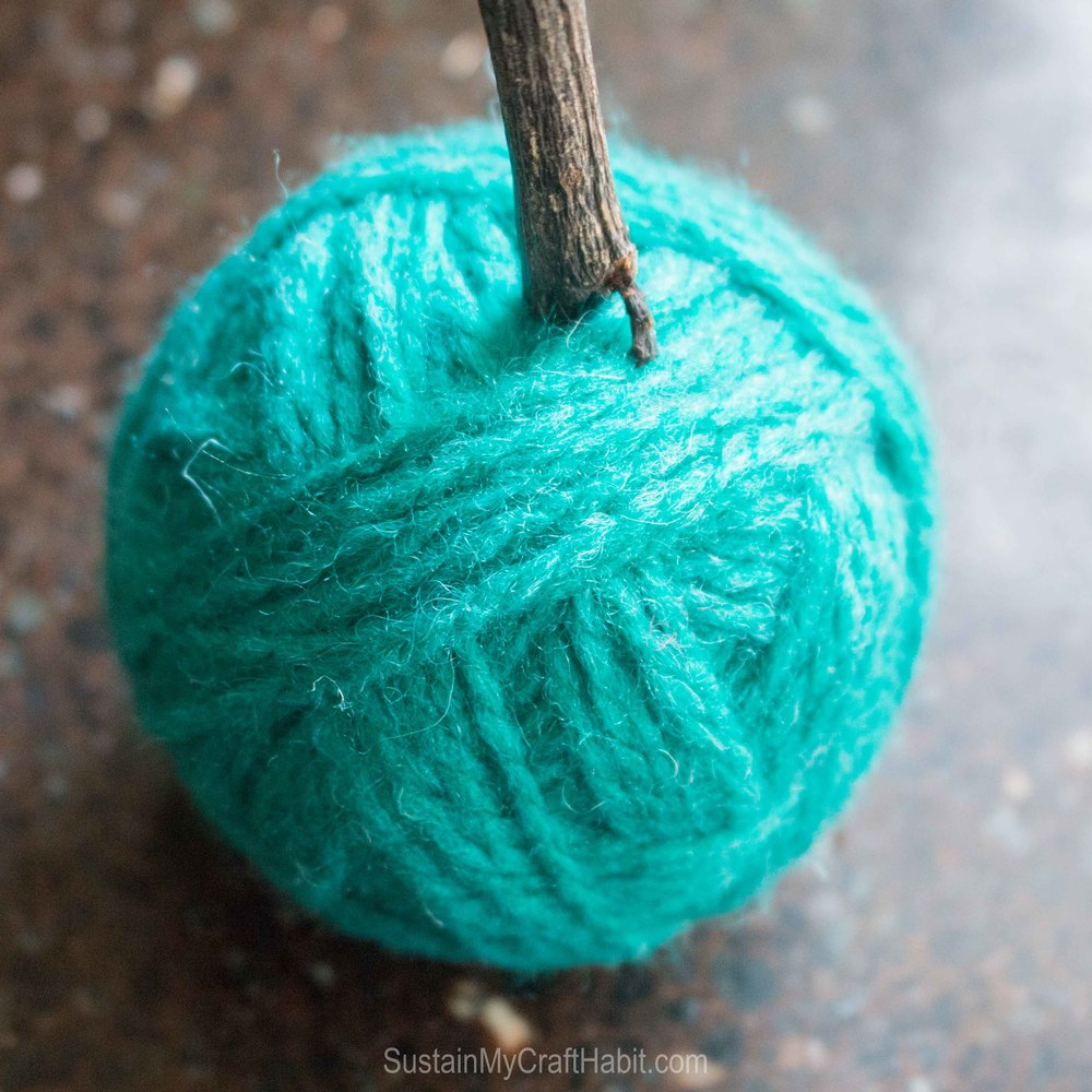 Add beautiful decorate pops of colour with DIY yarn balls - SustainMyCraftHabit -2532.jpg
