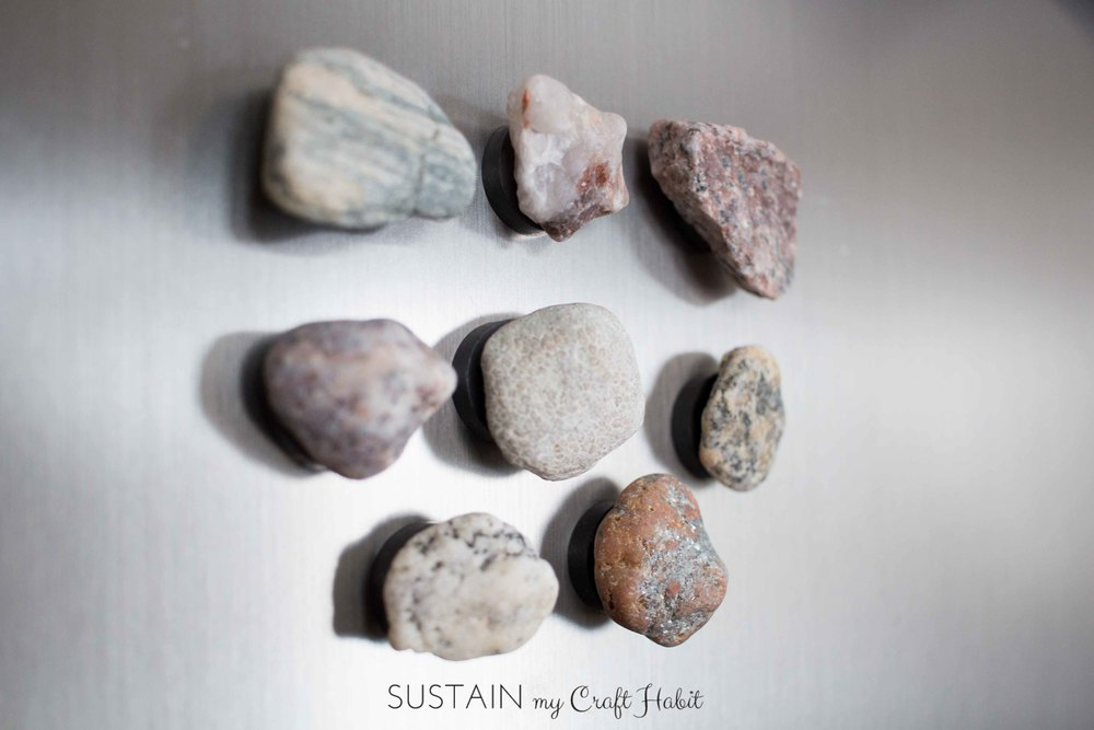 DIY earthy rock and fossil fridge magnets. Transform rocks and fossils collected on the beach into functional, rustic and beautiful magnets for the fridge. Click through to see the detailed instructions and video. SustainMyCraftHabit