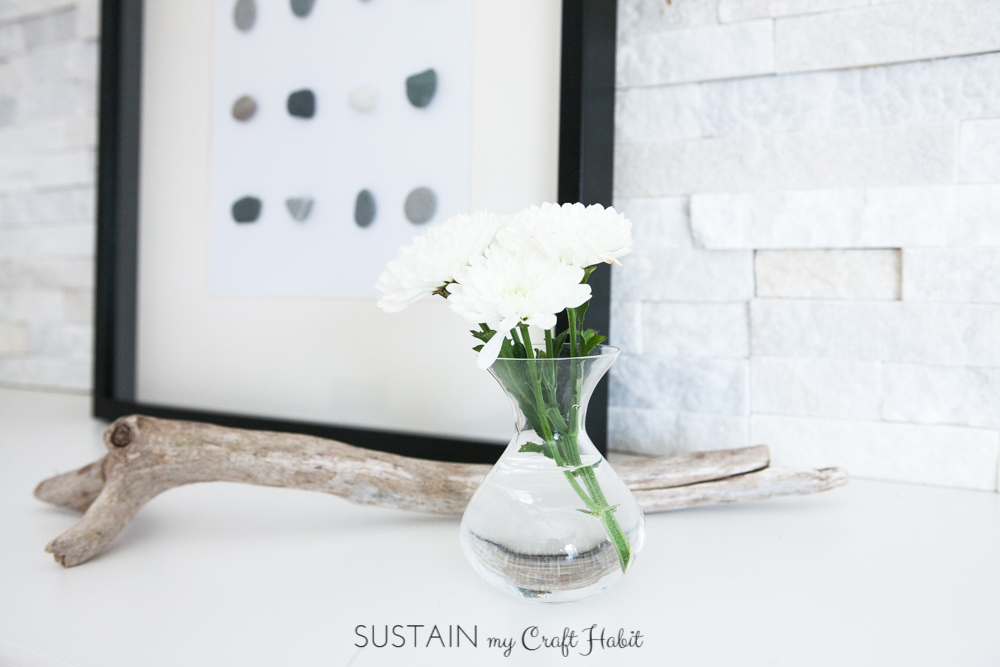 DIY wall art. Make beautiful and natural art for your wall simply with stones and glue. A lovely DIY home decor idea for your coastal or rustic home. Click through for the tutorial.