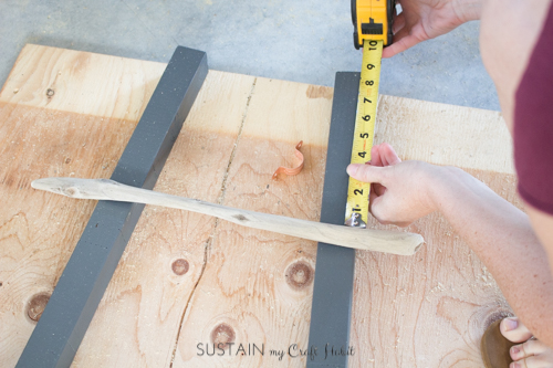 How to make a DIY blanket ladder with driftwood pieces-9552.jpg