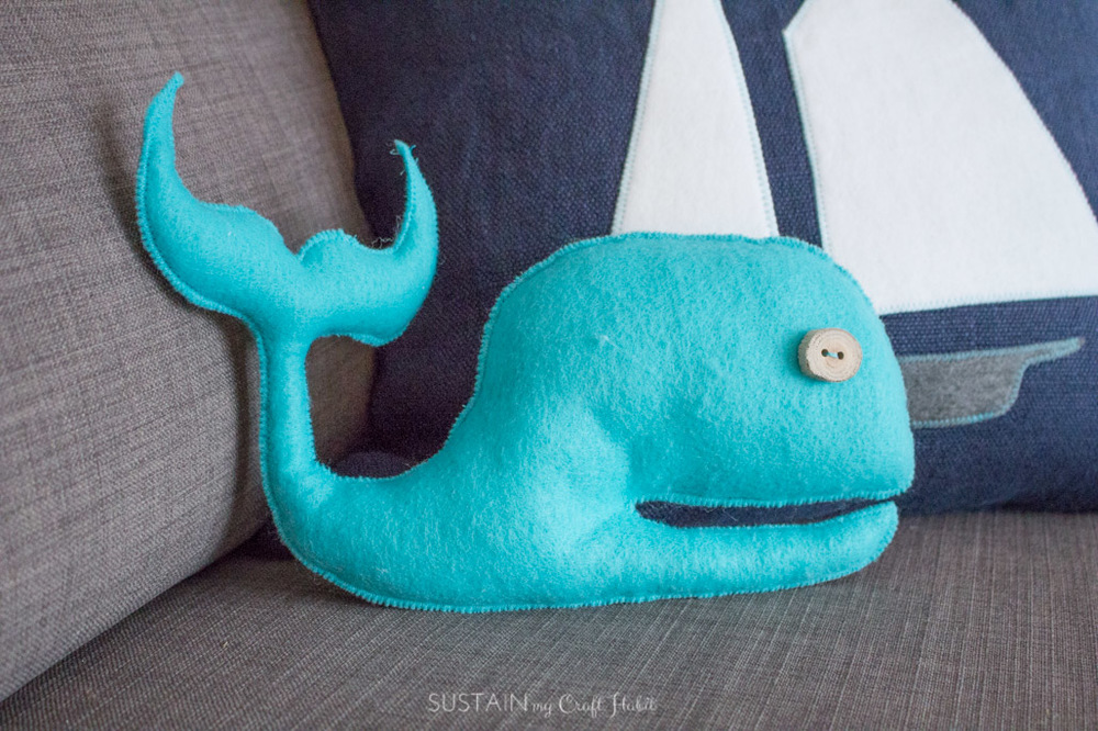 DIY felt fabric nautical throw pillows-5361.jpg