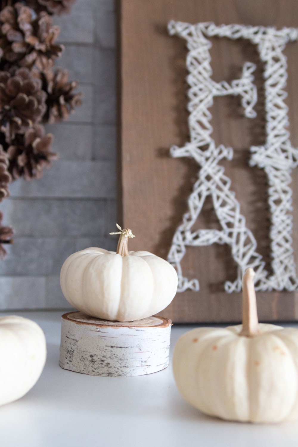 How to make your own string art wood sign. Follow the easy, step-by-step tutorial for this rustic autumn home decor idea.