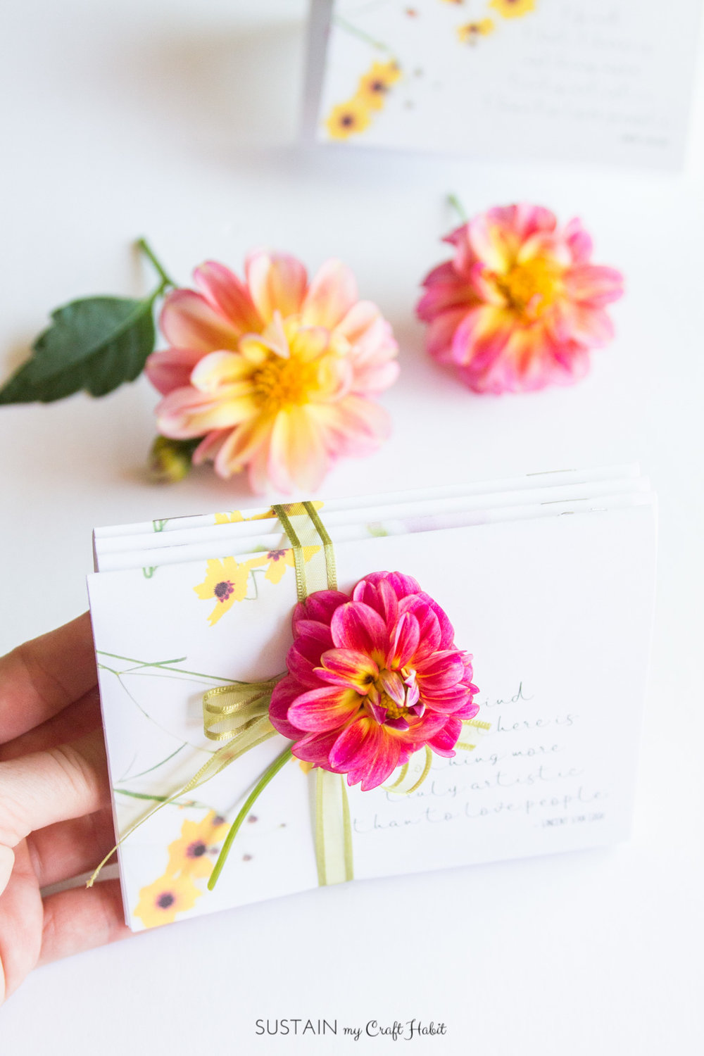 Make your own mini note cards with these free printable templates. Great DIY gift idea.